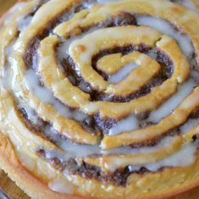 apple-butter-cinnamon-roll-cake-FEAT