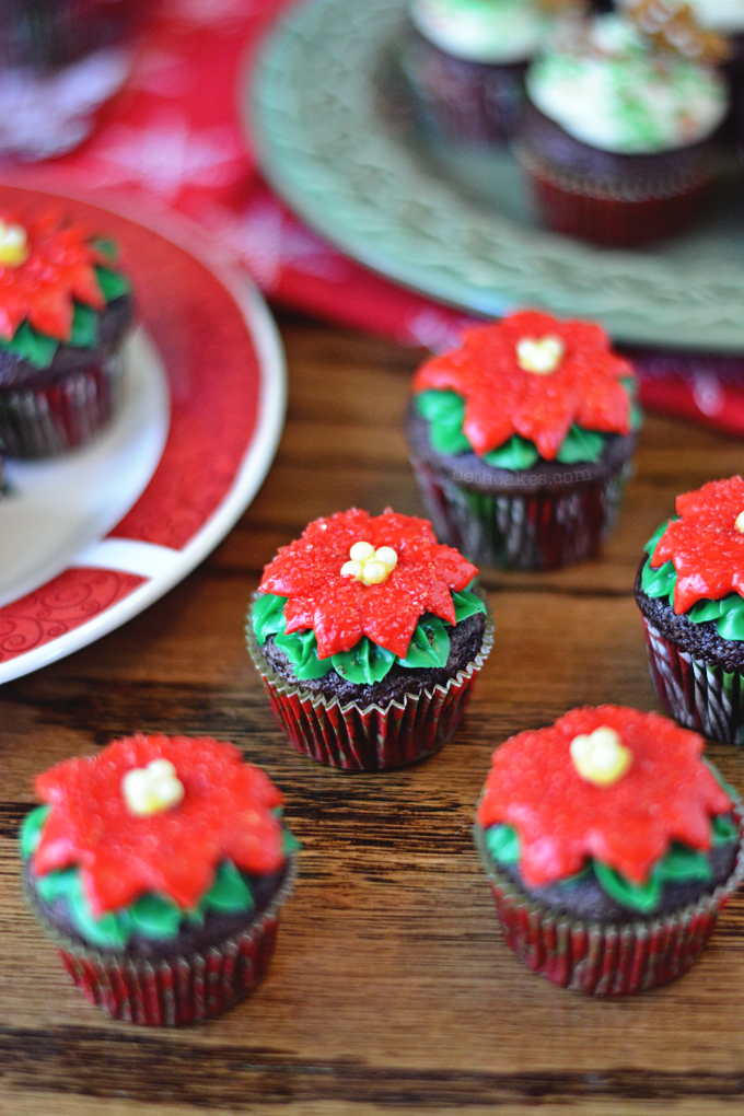 Poinsettia Cupcakes (Tutorial)