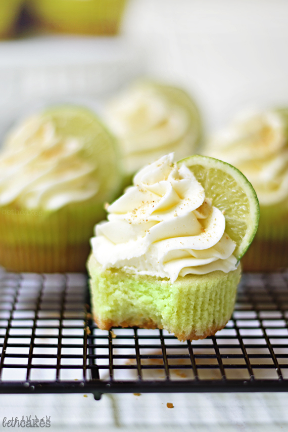 Key Lime Pie Cupcakes, complete with graham cracker crust! bethcakes.com