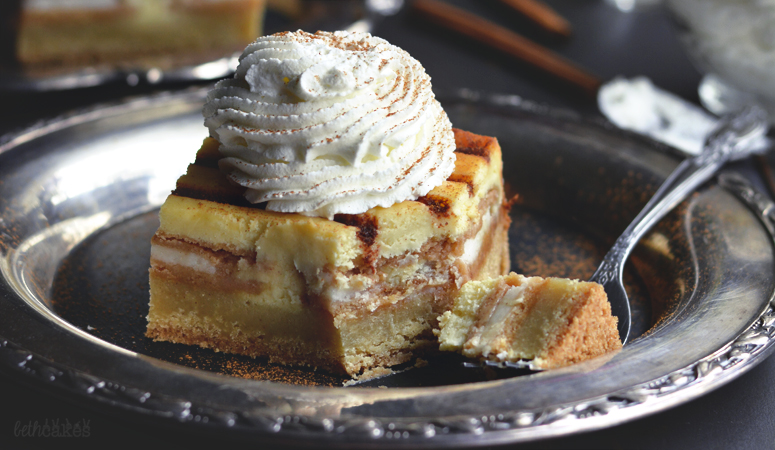 Cinnamon Bun Oreo Cheesecake Bars