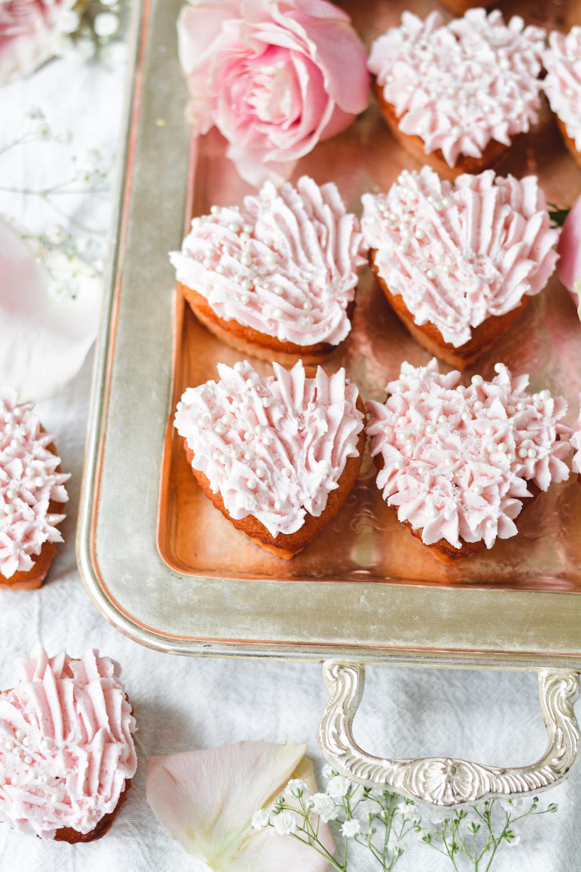 moscato cupcakes - bethcakes.com