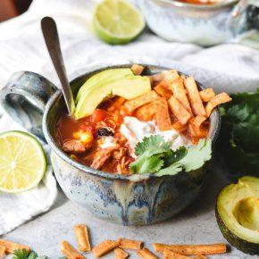 easy chicken taco soup - bethcakes.com