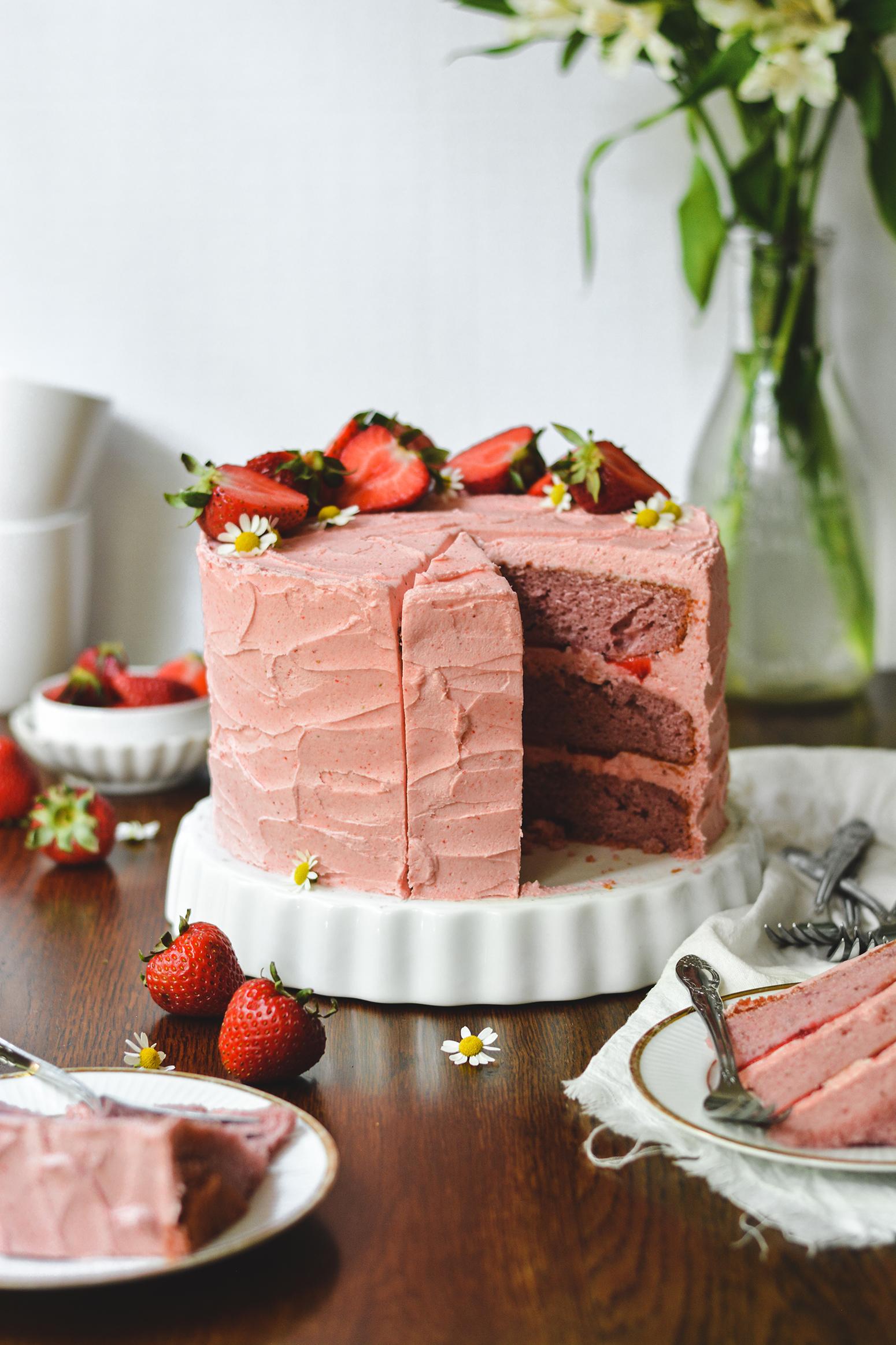 strawberry layer cake - bethcakes.com