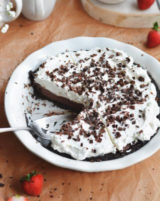 happy #piday !!! you can get the recipe for this classic chocolate cream pie in my cookbook! #hellosugar 💖