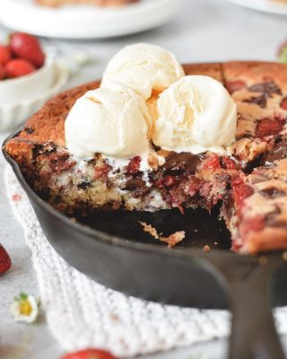 NEW on the blog today! used some of the strawberries we picked over the weekend to make this strawberry chocolate chunk skillet blondie 😍 it's gooey and warm and tastes like chocolate covered strawbs stuffed into a giant cookie 🍓🍓🍓 recipe is live on the site now! link in bio ❤️        https://bethcakes.com/strawberry-chocolate-chunk-skillet-blondie/