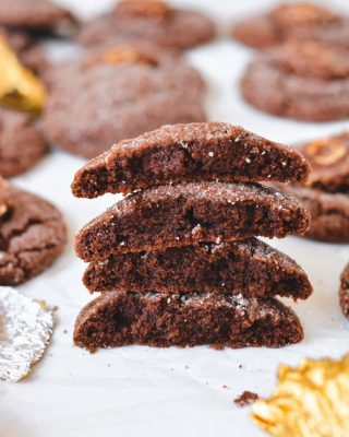 NUTELLA COOKIES for your monday! they are thick and chewy and u can press a ferrero rocher into the center if ur feeling fancy 💅 chocolate hazelnut cookie recipe is on the blog! 💞