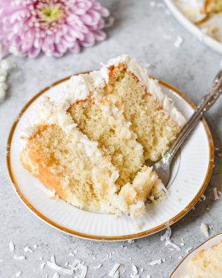 easter is almost here, and coconut lovers, this coconut dream cake should definitely be on your menu!! 🍰 it has a sweet and creamy coconut filling that keeps the cake layers super moist 😋 recipe link in bio! 💛