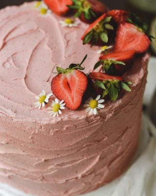 strawberry cake details + the dreamiest frosting 😌🍓✨      https://bethcakes.com/strawberry-layer-cake/