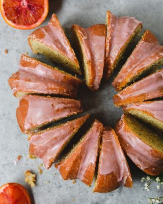 spring weather means the end of winter citrus season, but the good news is that you can sub any citrus in this blood orange poppy seed bundt cake! recipe is on the blog, link in bio! 🍊
