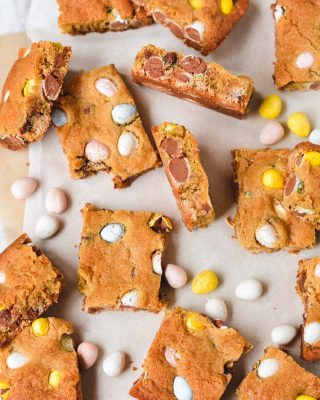 browned butter mini egg cookie bars are new on the blog today!! if you love a good thick cookie, you will seriously love these. i'm actually about to go drop some off at a relative's house so i'll stop eating them 🤣 recipe link in bio! hope y'all are having a lovely wednesday! 💓