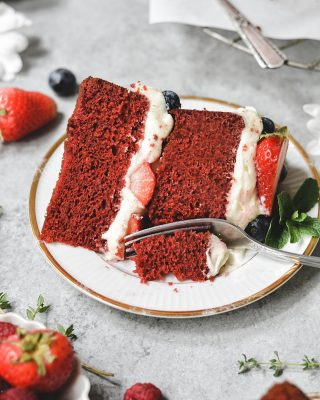 are you making anything special for the holiday weekend!? may i suggest this very festive red velvet berries & cream cake!? the hint of cocoa, creamy frosting, and fresh berries are a fab and flavorful combination ❤️ recipe link in bio!        https://bethcakes.com/red-velvet-berries-and-cream-cake/