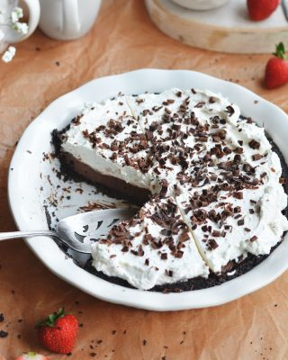 it's #piday!! 🥧 sharing the recipe for this chocolate cream pie from my cookbook on the blog today! cookie crust! homemade chocolate pudding! freshly whipped cream! yes yes and yes, it's so so good 😌 happy sunday, friends! link in bio ✨