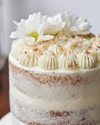 coconut rum cake details 🌼🍰 love a boozy cake. fun fact: i used to hate the texture of coconut until i tried it toasted and then i was a convert! also toasted coconut smells SO WONDERFUL 😌😍   grab the recipe for this triple coconut rum cake at the link in my bio!     https://bethcakes.com/triple-coconut-rum-cake/