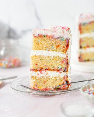 some sprinkles to banish ur sunday scaries 🎂🎉 hope you've all had a lovely weekend! you can find this classic confetti cake on my site!      https://bethcakes.com/classic-confetti-cake/