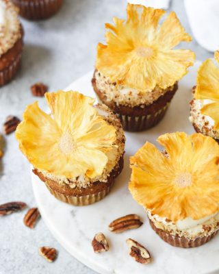 some ☀️ for your sunday! these hummingbird cupcakes & instructions for dried pineapple flowers are on the blog 🍍 hope you've all had a lovely weekend! 🌼       https://bethcakes.com/hummingbird-cupcakes/