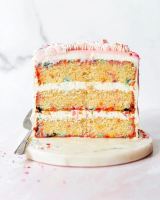 classic confetti cake! 🎉🎉 this is a new & improved version of the ultimate funfetti layer cake that i posted on the blog back in 2016. it was in DESPERATE need of an upgrade and finally got one! the cake itself is so soft and tender that even my family mentioned it 😋 topped it with some swirled buttercream and pink drips. recipe is on the blog, link in bio! it's bday weekend for me 🥳🎂 hope y'all have a fab friday!! 💖      https://bethcakes.com/classic-confetti-cake/