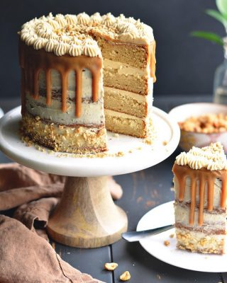 the ultimate peanut butter lovers cake 😍 sort of an oldie from the blog, but i've had a couple of people make it recently and tag me 💕 peanut butter cake, frosting, and drip! it's triple amounts of delicious 🍰 recipe is on the blog!